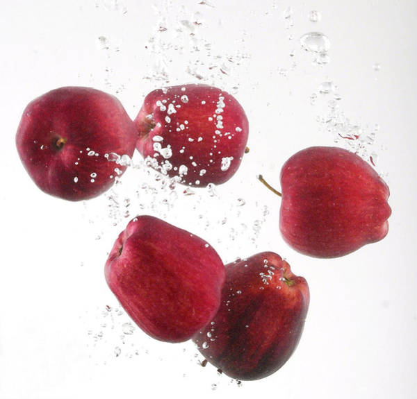 Bobbing For Apples Wall Art - Photograph - Fresh Red Apples by Gerry Wilson