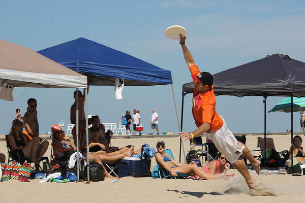 Photograph - Full Stretch Frisbee by Robert Banach