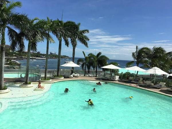 Photograph - Fun At Movenpick Mactan Island by Ann Yamagishi