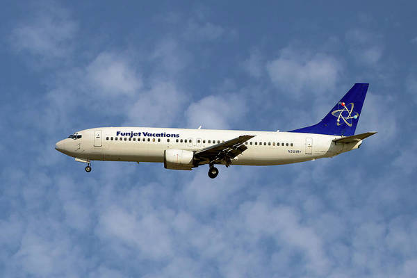 Aeroplane Photograph - Funjet Vacations Boeing 737-400 by Smart Aviation