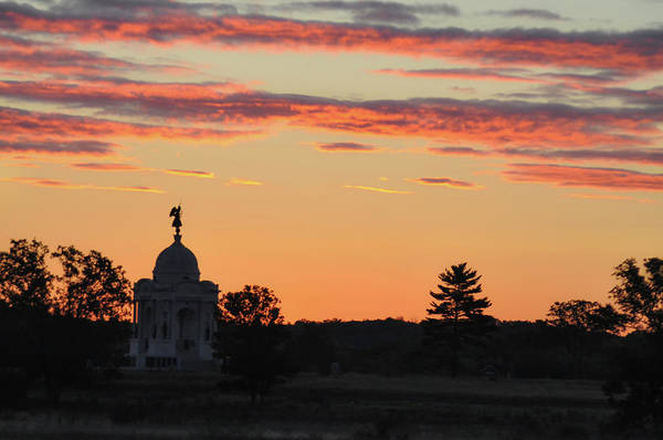 Photograph - Gettysburg Memorial At Sunrise by Bill Cannon