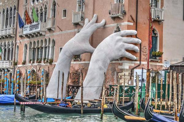 Photograph - Giant Hands Venice Italy by Bill Hamilton