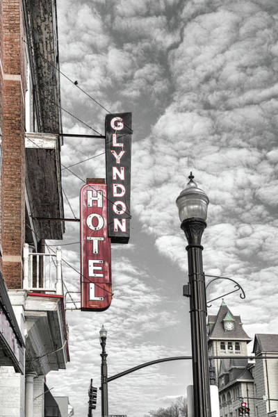 Photograph - Glyndon Hotel Selective Red by Sharon Popek
