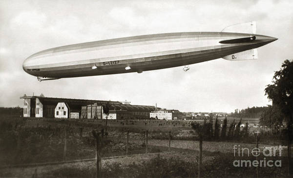 Painting - Graf Zeppelin In Flight by Granger