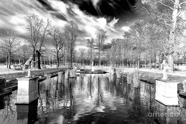 Jardin Des Tuileries Photograph - Grand Couvert At Tuileries Garden Paris by John Rizzuto