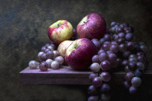 Purple Grapes Photograph - Grapes With Apples by Tom Mc Nemar