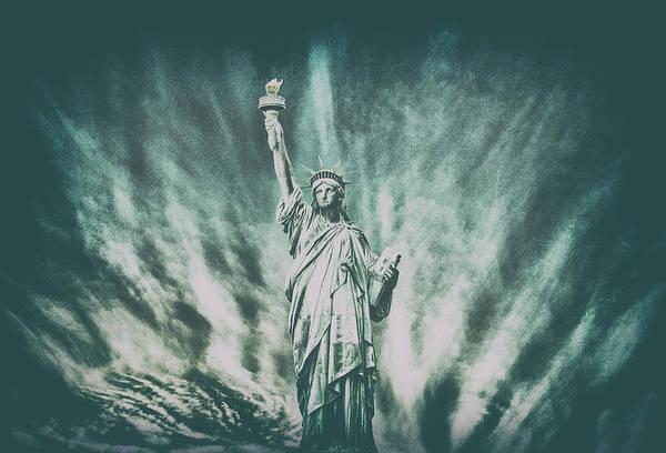 Lady Liberty Photograph - Grungey Liberty by Martin Newman