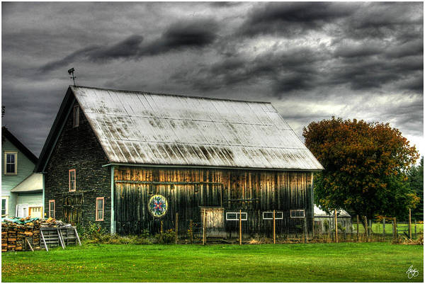 Photograph - Hex Sign On A Vermont Barn by Wayne King