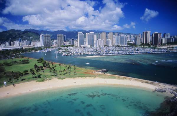 Expanse Photograph - Honolulu, Oahu by Dana Edmunds - Printscapes