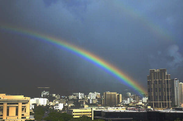 Photograph - Honolulu Rainbow by Richard Henne