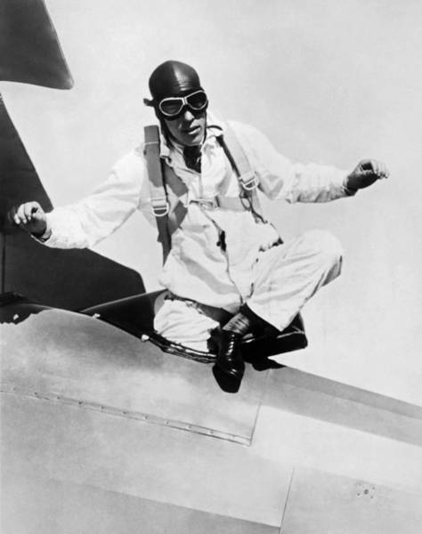 Photograph - Hopes To Set Free Fall Record by Underwood Archives