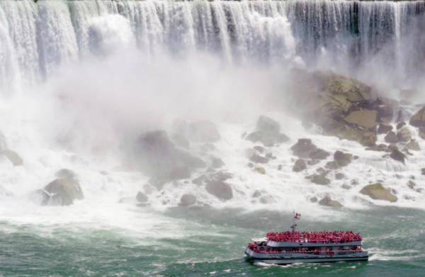 Photograph - Hornblower - Niagara Wonder by Garvin Hunter