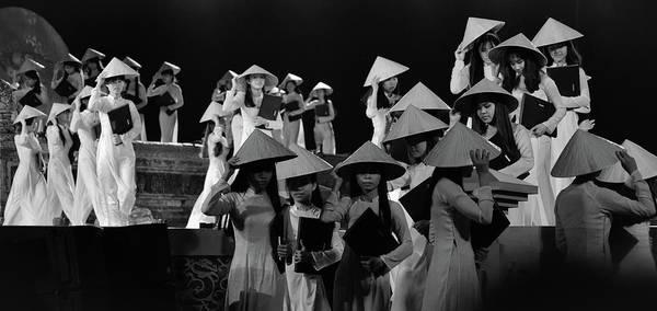Photograph - Hue Girls by Tran Minh Quan