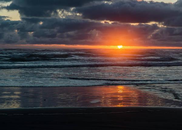 Photograph - Hug Sunset by Robert Potts