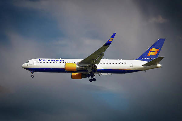Amsterdam Photograph - Icelandair Boeing 767-319 Er by Smart Aviation