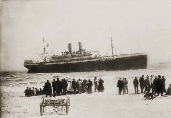 Italian Immigrants Wall Art - Photograph - Immigrant Ship From Italy, The Princess by Everett
