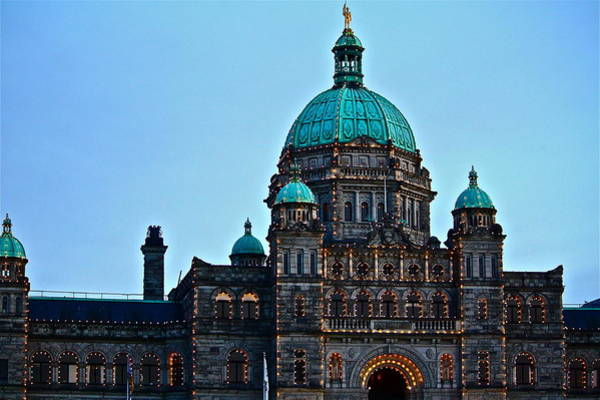Photograph - In Victoria by Diana Hatcher
