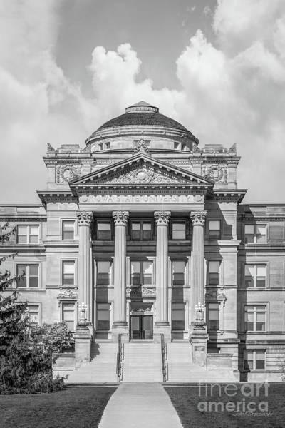 Photograph - Iowa State University Beardshear Hall Vertical by University Icons