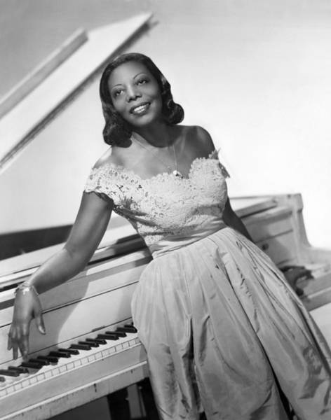 Wall Art - Photograph - Jazz Pianist Mary Lou Williams by Underwood Archives