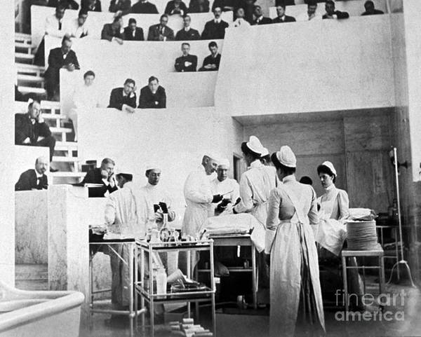 Notable Photograph - John Hopkins Operating Theater, 19031904 by Science Source