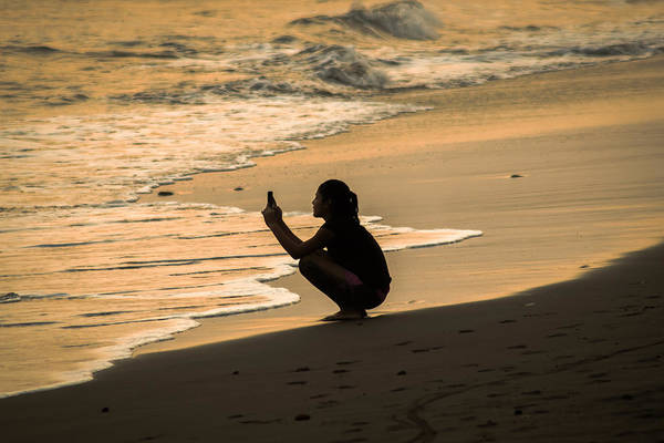 La Libertad Photograph - Kid Taking Pictures At The Beach by Totto Ponce