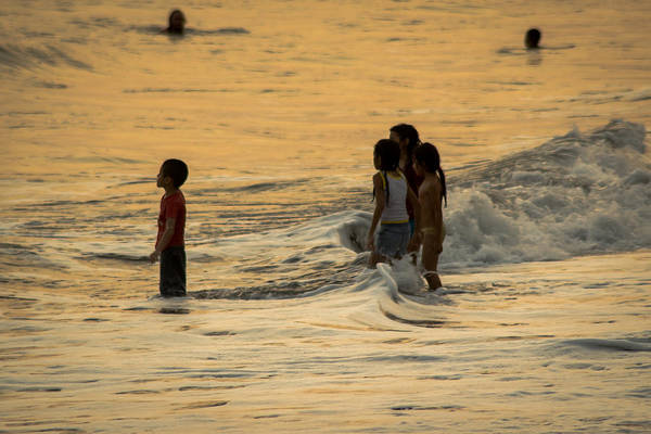 La Libertad Photograph - Kids Enjoying The Ocean by Totto Ponce