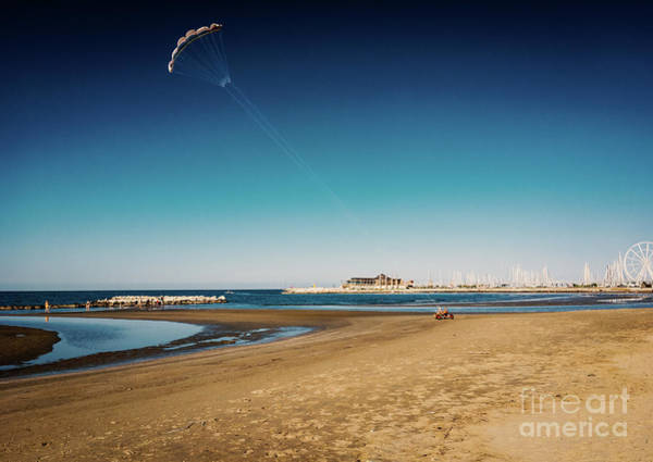 Kitesurf On The Beach Art Print