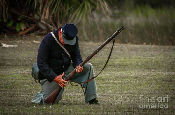 Photograph - Kneeling Union Rifleman by Tom Claud