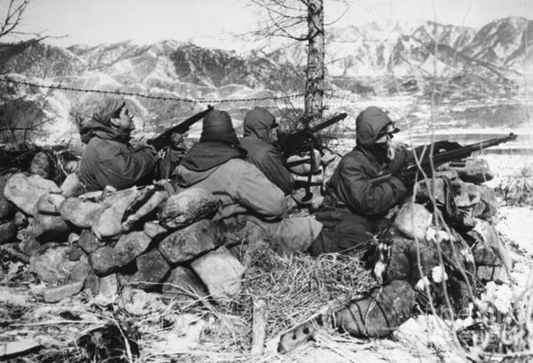 Photograph - Korean War: Soldiers by Granger