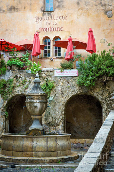 Wall Art - Photograph - Le Grande Fontaine by Brian Jannsen