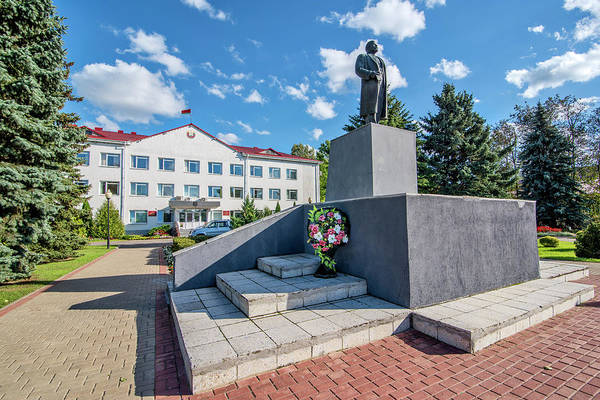 Photograph - Lenin Memorial by Andy Crawford