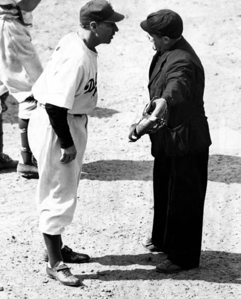 Brooklyn Dodgers Photograph - Leo Durocher Argues With An Umpire by Everett