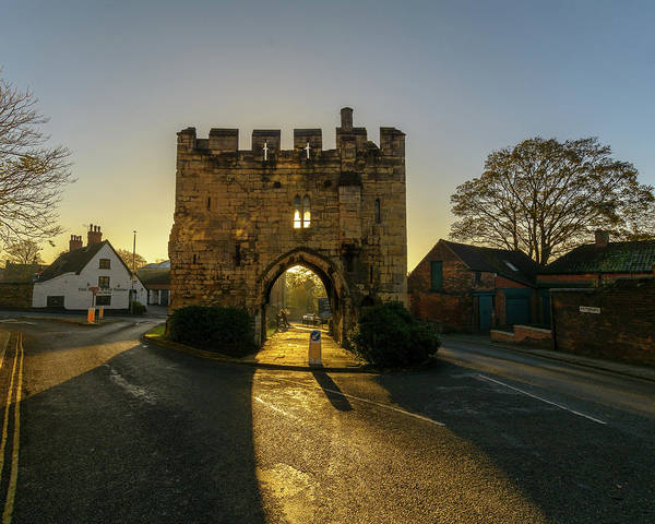 Photograph - Lincoln Pottergate Arch At Sunrise by Jacek Wojnarowski