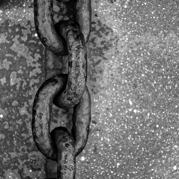 Rusty Chain Wall Art - Photograph - Linkage...mechanical by Tom Druin