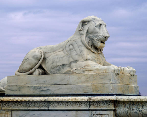 Belle Isle Photograph - Lion Of Scott's Fountain by Michael Peychich