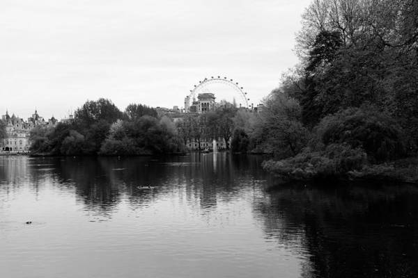 Photograph - London Eye 2b by Andrew Fare