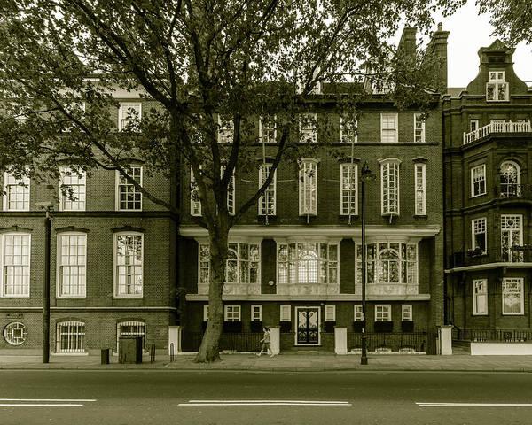 Photograph - London Swan House On Chelsea Embankment by Jacek Wojnarowski