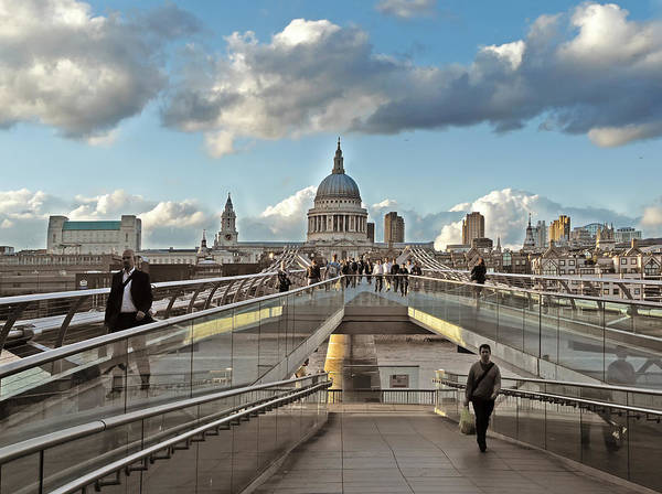 Ish Wall Art - Photograph - London Town by Lin Van der Heiden