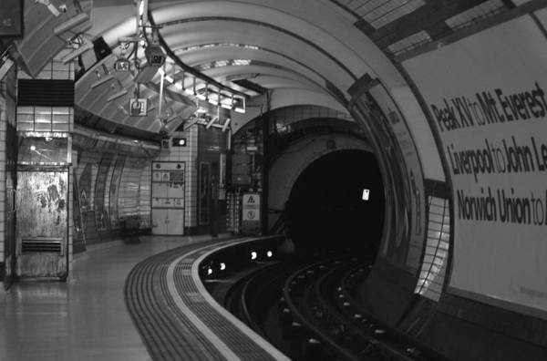 Subway Wall Art - Photograph - London Underground by Carmen Hooven