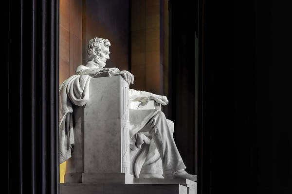 Photograph - Looking In On Mr Lincoln by Bill Dodsworth