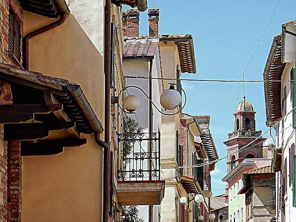 Chimnies Photograph - Looking Up Castiglione Del Lago by Dorothy Berry-Lound