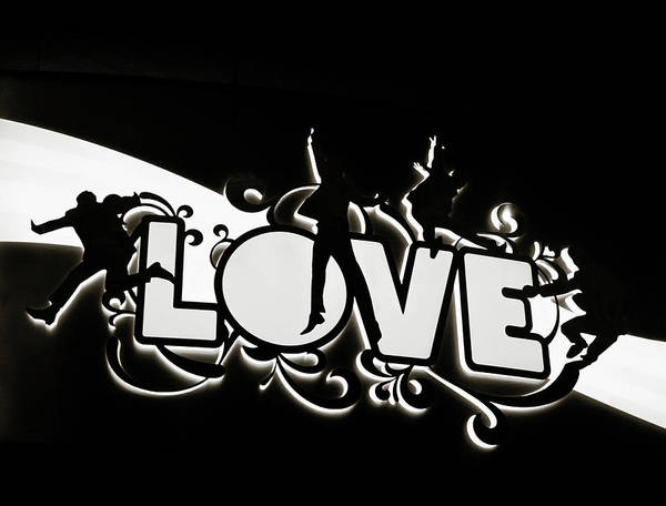 Photograph - Love Beatles Sign by Marilyn Hunt