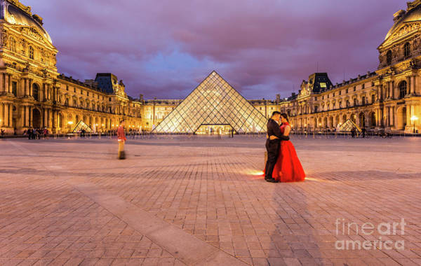 Photograph - Love In The Louvres by Didier Marti