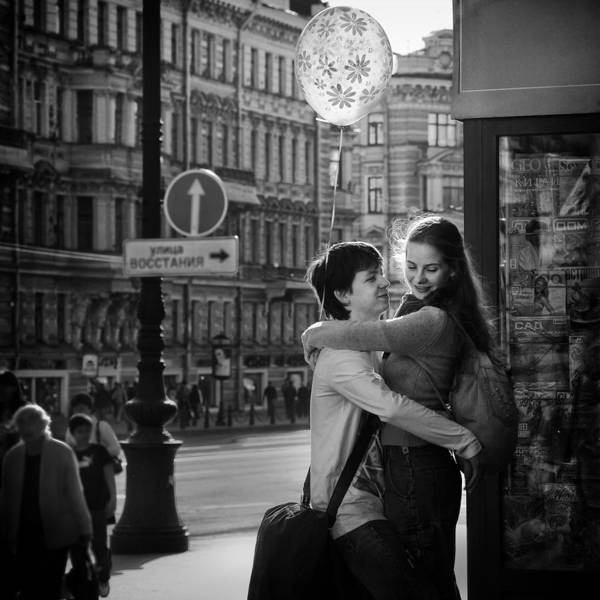 Russia Wall Art - Photograph - Love Is In The Air by Bj Yang