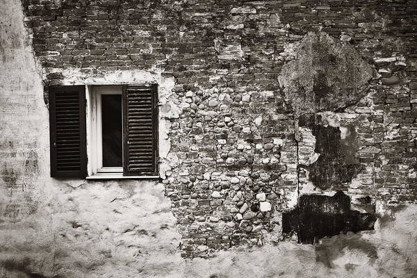 Photograph - Lucca Window Brick by Songquan Deng