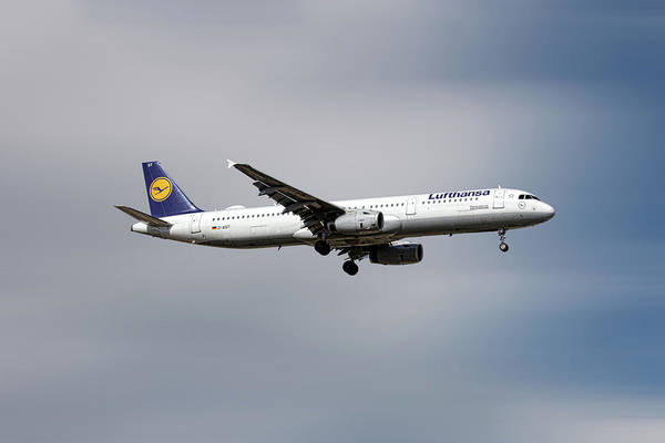 Wall Art - Mixed Media - Lufthansa Airbus A321-231 by Smart Aviation