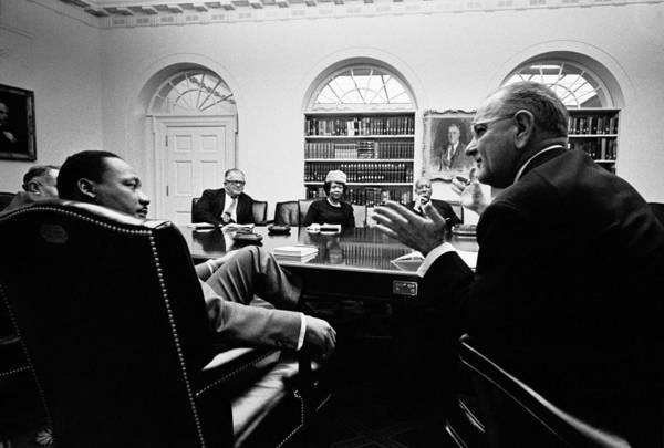 Wall Art - Photograph - Lyndon Johnson Meeting With Civil by Everett