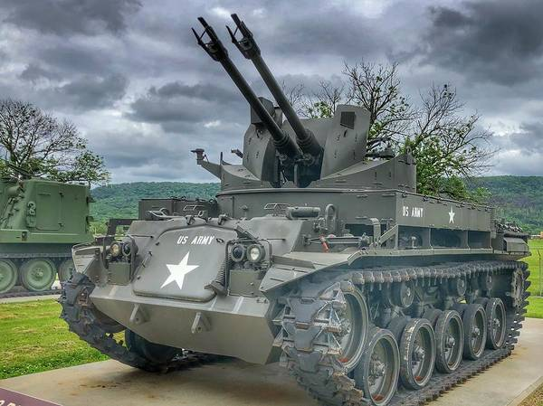 Wall Art - Photograph - M42 Duster Anti Aircraft Guns by William Rogers