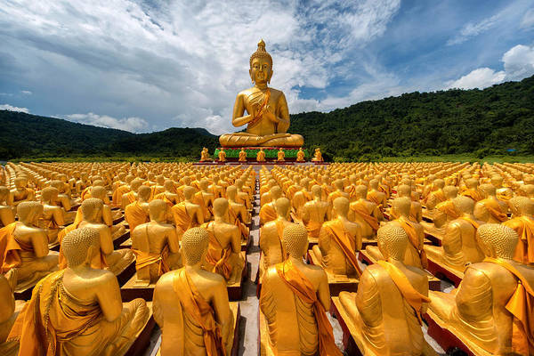 Wall Art - Photograph - Magha Puja Memorial Buddhist Park by Lee Craker