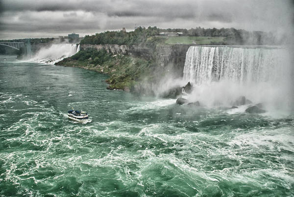 Photograph - Maid Of The Mist 8971 by Guy Whiteley